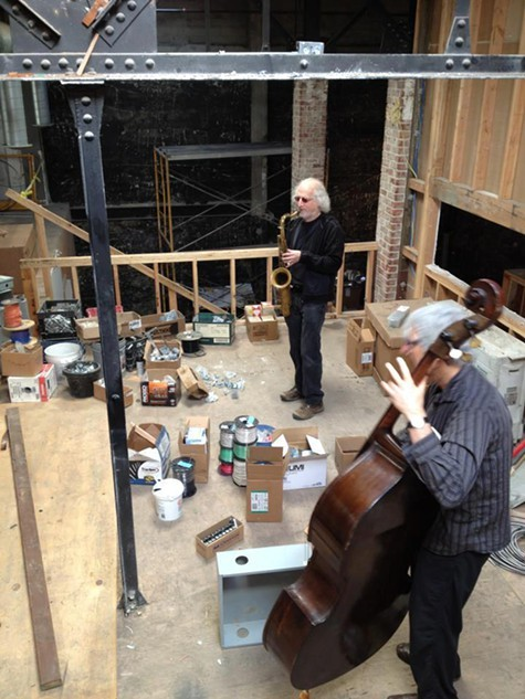 Mark Dresser and Larry Och performing while Duendes music room was still under-construction.