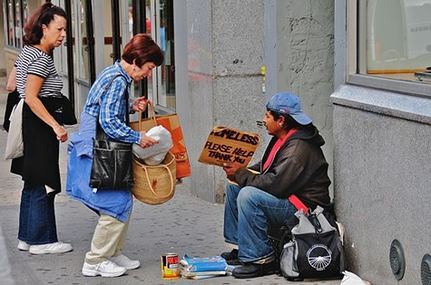 800px-Helping_the_homeless.jpg