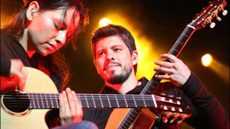 Rodrigo y Gabriela Set the Greek on Fire